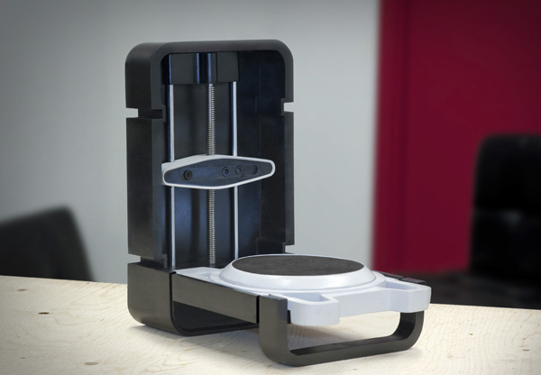 Portable 3-D Scanner Photon
